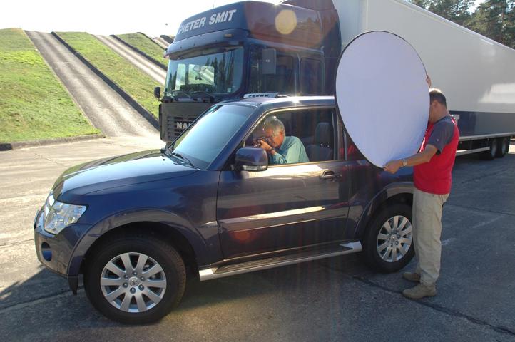 Gutes Licht und für einige Minuten ein nicht bewegtes Auto lockte diesen Foto-Journalisten gleich zur Tat in den Dreitürer. Vermutlich hat das Interieur mit dem neu gestaltetem Instrumententräger und zeitgemäßer Navigations- und Audio-Technik seine Aufmerksamkeit erheischt.